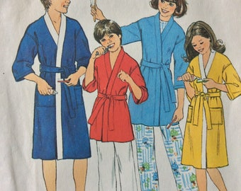 Simplicity 8120 boys and girls robe size small  size 8 - 10 vintage 1970's sewing pattern  Uncut  Factory folds
