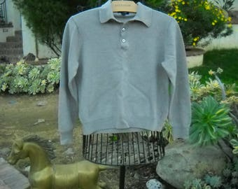Dusk Gray Wool collared Pullover, 3 mother of pearl button tab front, heavy like a bolied wool 100% Merino Wool  by Club Room in size Small