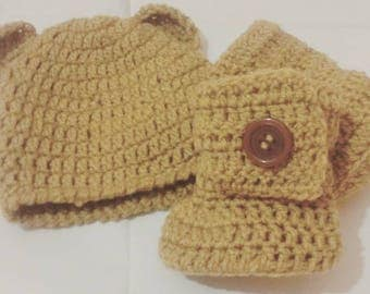 Unisex baby Ugg style boots and hat wool