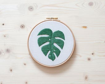 HANDMADE MODERN EMBROIDERY - Monstera
