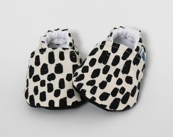 6-9 months - Children slippers, Crib shoes, Leopard spots, Black, Beige, Animal print, Rock & Roll, Cotton, Soft soles, Trendy baby moccs
