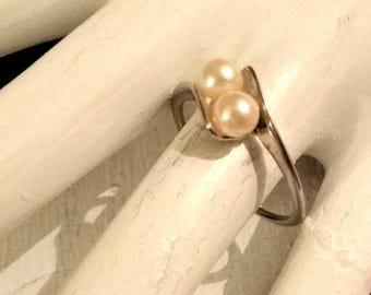 10k White Gold Satin Twin Pearl Ring