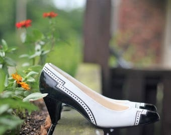 1960s - Town & Country Black and White Kitten Pinup Heels