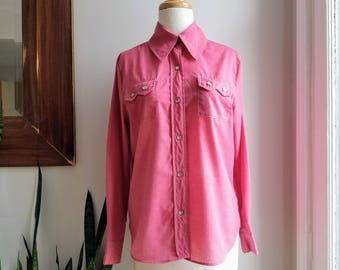 """60s Magenta Pearl Snap Top/Duewoodie Western Shirt/60s Cowgirl Shirt/Rodeo Shirt/Trixie/Womans Pink Western Shirt/26""""Long/41""""Chest/18""""Sleeve"""