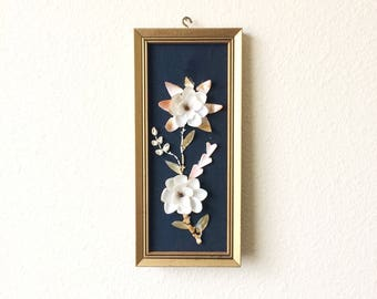 Small Seashell Folk Art, Framed Vintage Seashell Wall Plaque, Bohemian Decor, 1960s Seashell Art, Seashell Wall Art, 1960s Jungalow Decor