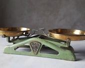 Antique kitchen scale,Iron kitchen scales,Scale kitchen,Counter scale.Balance.Antique scale.Chippy Paint, Farmhouse Scale, Cast Iron Scale