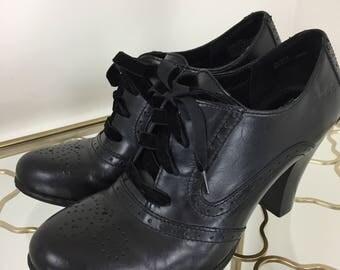 90s Does 1950s Black Oxfords - Vintage Brogue Lace Ups - High Heel Shoes - Size 7.5 US 38.5 EU - Velvet Laces