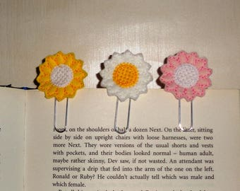 White Daisy -  Book - Paper Clip  Felt Planner Clip - Planner Accessory - Stationery - Cute Paper Clip - Bookmark - Planner Clip