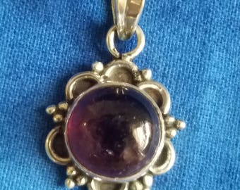 """PC-035: 3.6g Vintage Solid Silver Herring Bone Chain 19.5"""" with Solid Silver Purple Round Cabochon in Scalloped Halo Sterling Pendant 4.4g"""