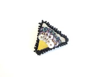 Ex-voto Triangle pin
