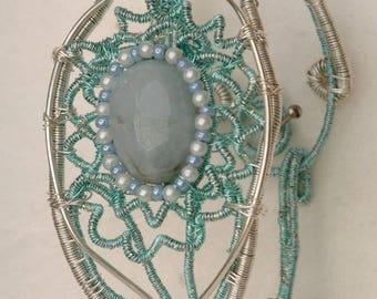 Bracelet with chalcedony stone.