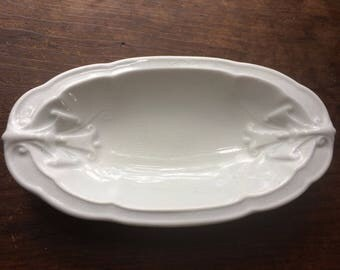 Small Oval Deep Antique White Ironstone Dish Shallow Bowl Trumpet Vine Etruria 1800s