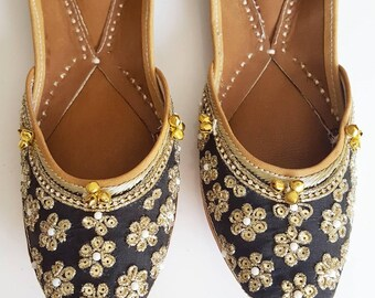 Black Slip On Ballet Flats with Flowers and Gold - Punjabi Jutti, Indian Jutti, Indian Wedding Shoes, Punjabi Juti, Black Flats Floral Shoes