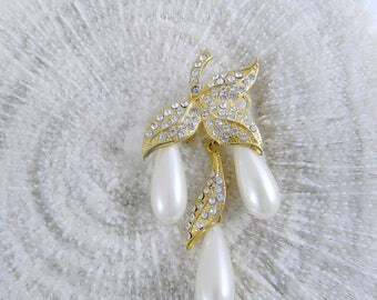 Vintage Leaf Brooch ... 1970s Yellow Gold Leaf Brooch With Rhinestones And Faux Teardrop Pearls