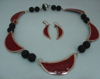 Necklace with lava balls, magnetic clasp
