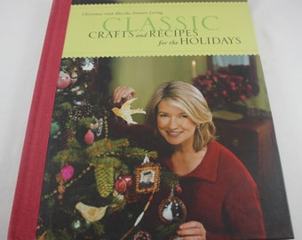 Martha Stewart Living Christmas Classic Crafts And Recipes For The Holidays Gifts Decorations Entertaining Hard Cover Book 2001