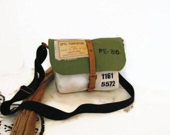 Sac de forme besace en toile de jute kaki militaire et beige, Sac bandoulière en toile militaire pour femme vert et beige par Pleasant Home