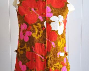 1970s Hibiscus Flower Hawaiian Bowtie Top with Side Splits, Pockets