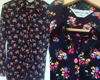 Vintage 1970s Black and Floral Button-up Blouse, Size S-M