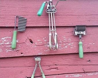Lot of green vintage utensils