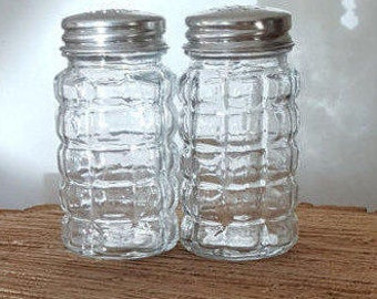 Vintage Clear Glass Salt and Pepper Shakers~Anchor Hocking Clear Glass Salt and Pepper Shakers with Aluminum Tops
