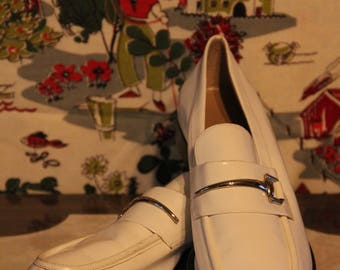 GUCCI White Patent Leather Loafers with Silver Accents