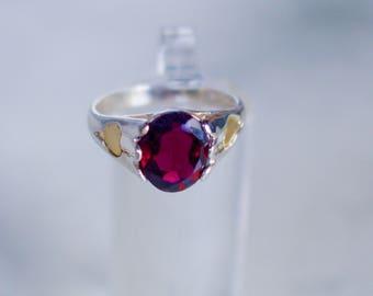 Sterling Silver. Rhodolite Garnet. Vintage, Elegant Sterling Silver and Genuine Raspberry color Rhodolite Garnet Ring. Size 7
