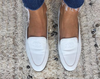 Vintage CHANEL CC Logo White Leather Loafers Flats Driving Shoes Smoking Slippers Ballet Flat  39 us 8 - 8.5