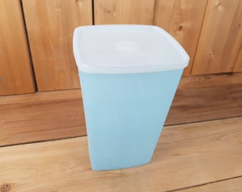 Vintage 70s Tupperware Blue Container with Clear Lid for Food Storage Pantry Made in Canada Mod Retro Kitchen Home Decor Farmhouse Picnic