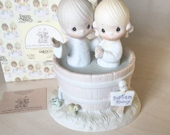 Vintage Precious Moments Let The Whole World Know Figurine E-7165
