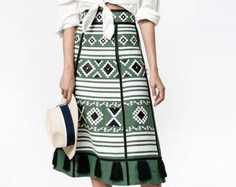 Free shipping!! Dark green Midi Linen bohemian embroidered skirt CROATIA - Vyshyvanka Ukrainian skirt / Mexican style - Ethnic embroidery