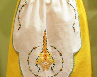 Half Apron - Floral Embroidery/Spring/Vintage