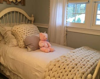 Chunky Knit Blanket. Pink throw blanket. Big knit throw. Chunky knit throw. Merino wool blanket. Pink blanket