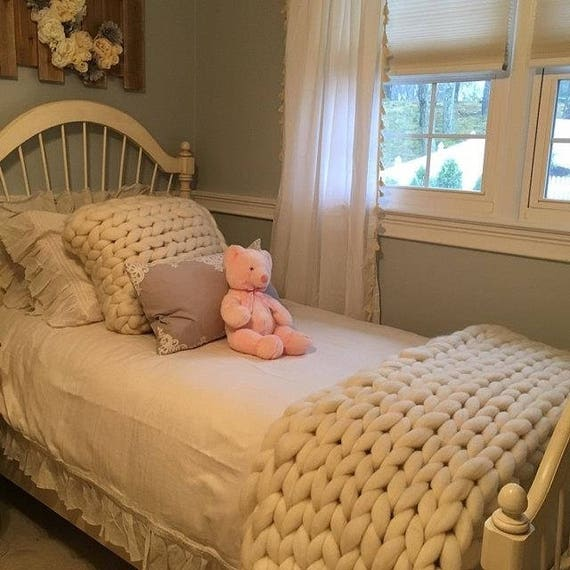 klobige decke gro e decke riesen stricken chunky knit. Black Bedroom Furniture Sets. Home Design Ideas