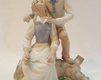 TENGRA Girl & Boy in Love Statue