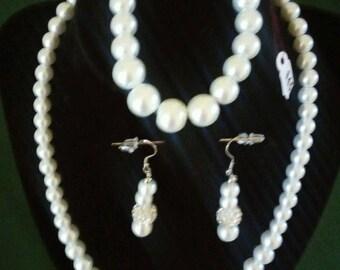 Ensemble de faux bijoux nacre et argent