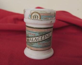 ancien pot en opaline blanche, crème Malacéïne par la parfumerie Monpelas, vecchia pentola in bianco opalino, profumeria e cosmetici antichi