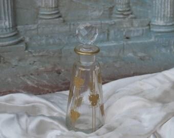 ancien flacon de toilette baccarat dessiné par G. Defforge décors de fruits doré à l'or fin, old bottle of toilet perfume, トイレ香水の古いボトル