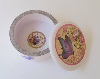 Butterflies. (Hand decorated decoupage jewelry box)