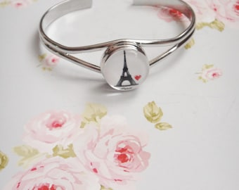 Bracelet silver cabochon tower Eiffel (IDENTICAL IN PHOTOGRAPHY)