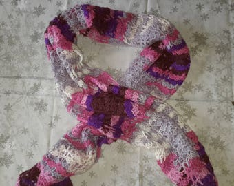 Pretty shawl, made in crochet