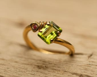 Ring 18 K gold, peridot ring, Ruby ring, gold peridot ring recycled gold, unique ring, women ring green stone ring, designer ring