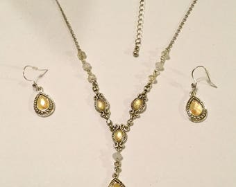 Avon Necklace and Earrings Set