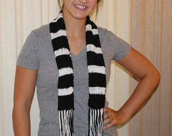 Black & white cotton knitted scarf