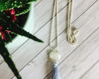 How long and tassel necklace