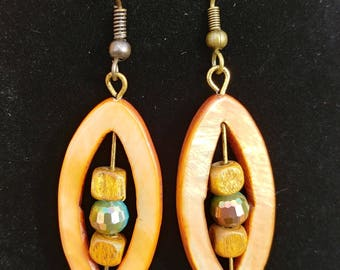 Shell with wood and glass bead