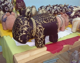Hippopotamus Aibo #3,- Materiel English Tapestry