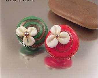 Ginnovations lampwork, Holiday Festivities Glass Shank Button Pair