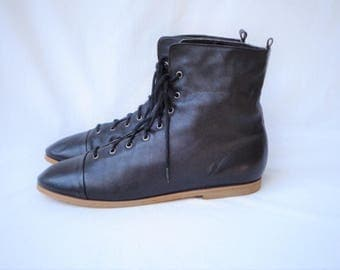 80s Black Leather Ankle Boots size 9 Buffalo Flannel Lining Lace Up Granny Boots