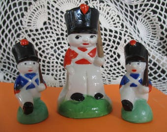 Salt & Pepper Shakers with Napkin Holder Military Soldier/Guard   Beautiful!!!